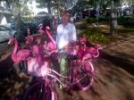 id:1693 : 2014-03-03/thumbs/biking_florida_style_with_flamingos!.jpg